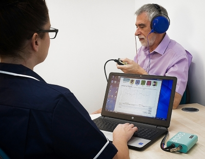 GM Osicus Solo Audiometer In Use